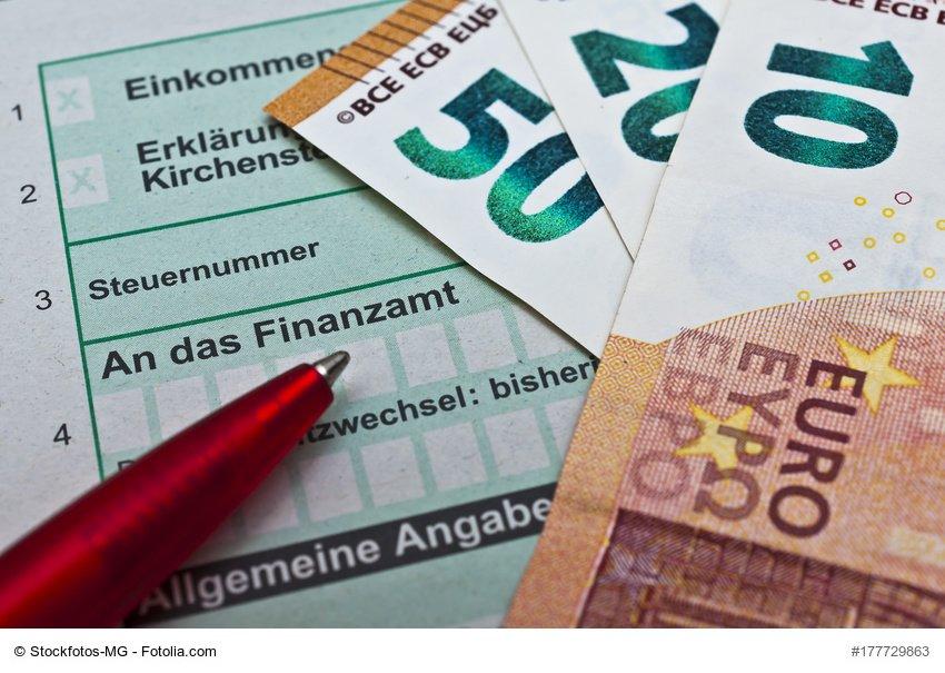 Seit der anhaltenden Niedrigzinsphase werden die Finanzgerichte immer wieder – erfolglos – mit der Frage beschäftigt, ob die Höhe des gesetzlichen Zinssatzes (0,5 % pro Monat bzw. 6 % im Jahr) für Steuernachzahlungen und -erstattungen verfassungswidrig ist. Jüngst hat hierzu auch das Finanzgericht Münster entschieden, dass der Gesetzgeber den Rahmen für eine verfassungsrechtlich zulässige Typisierung nicht überschritten hat. copyright